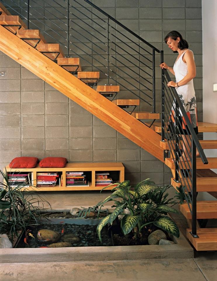 Tiểu cảnh hồ nước dưới gầm cầu thang